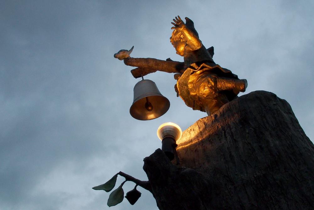 スナップ写真 夜の銅像