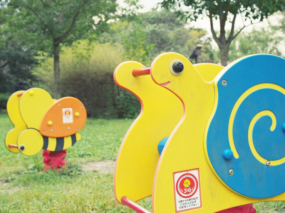 公園にある土台がバネの遊具 正式名称はスプリング遊具 画像
