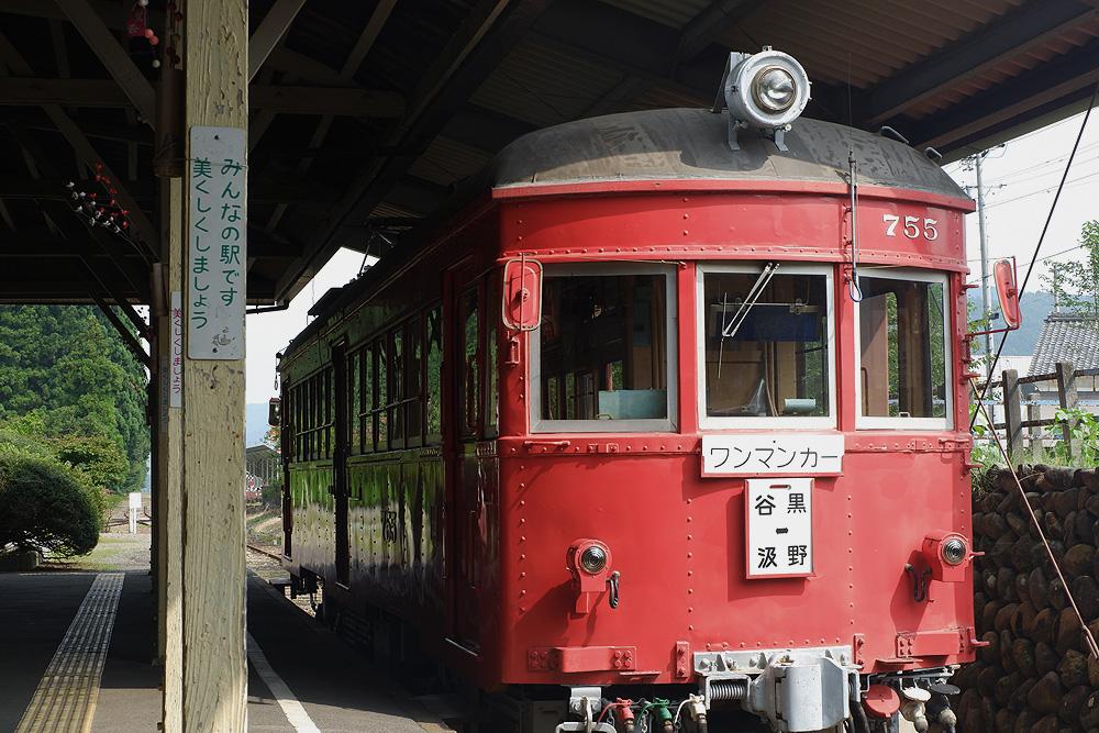 赤い電車 X-A3で撮影 岐阜